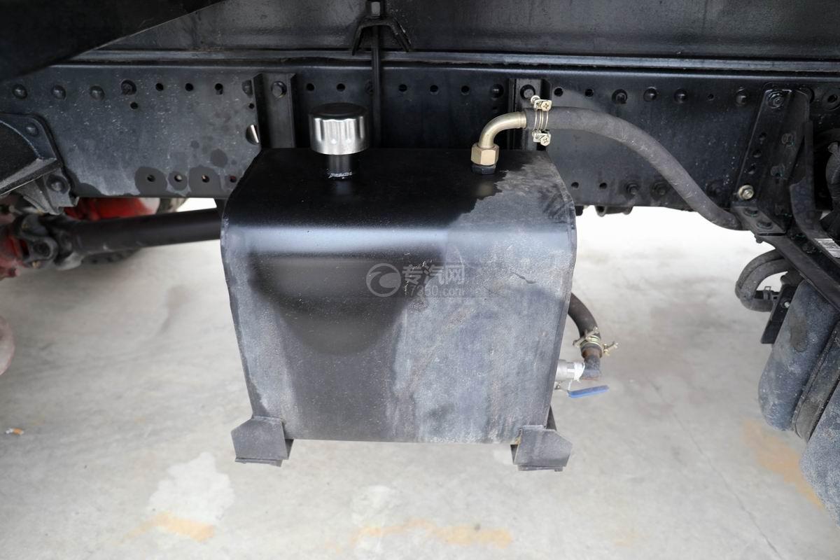 东风多利卡D9国六对接式垃圾车液压油箱