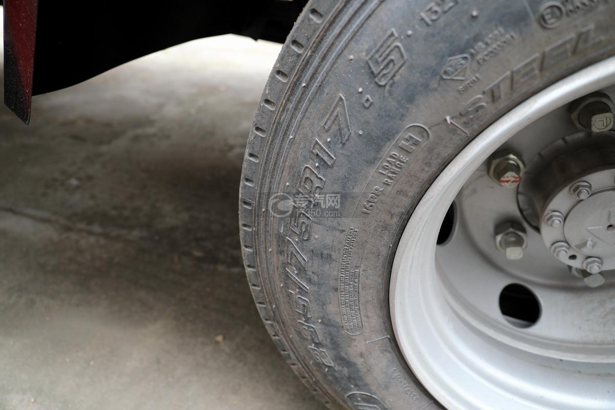庆铃五十铃ELF国六畜禽运输车轮胎细节