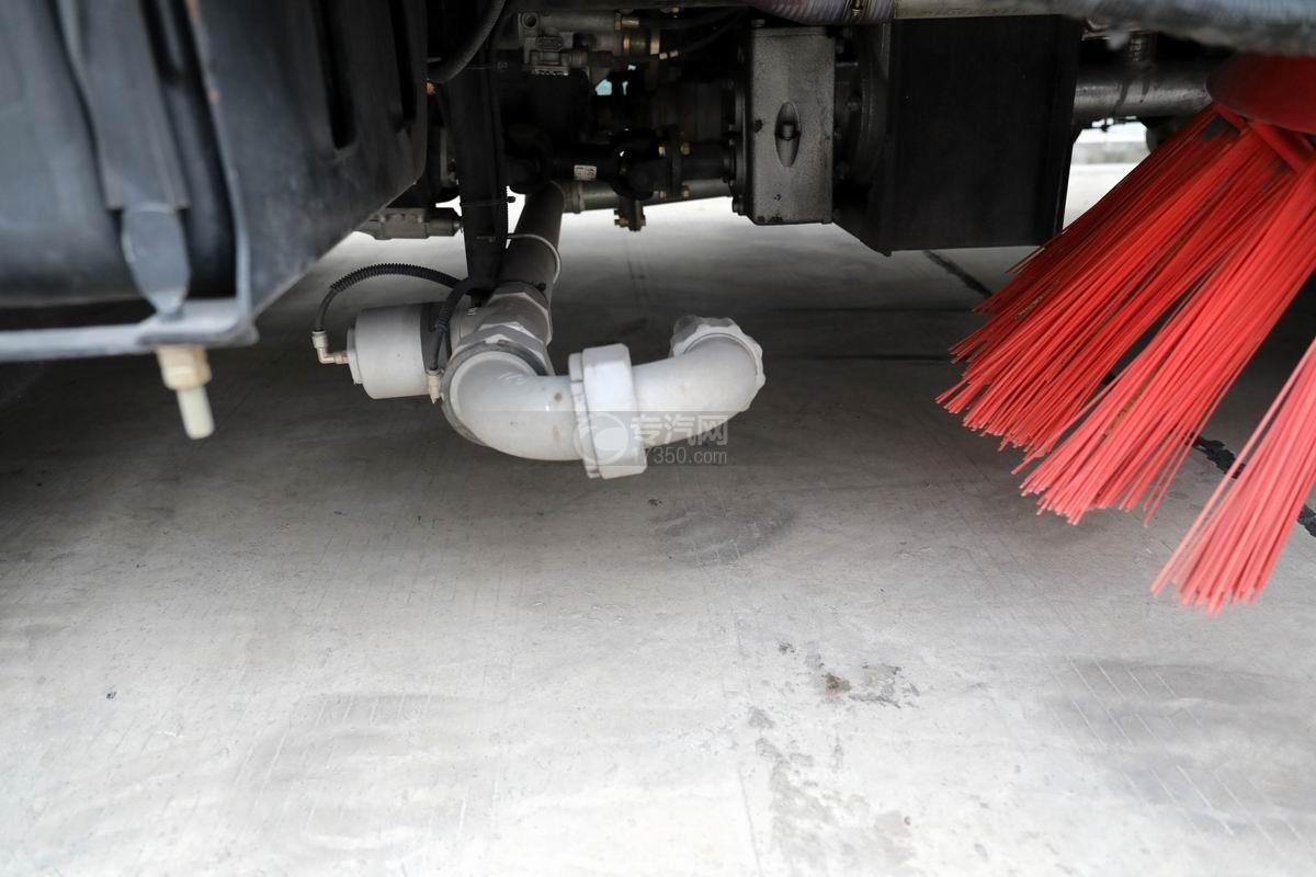 东风多利卡D7国六洗扫车侧喷