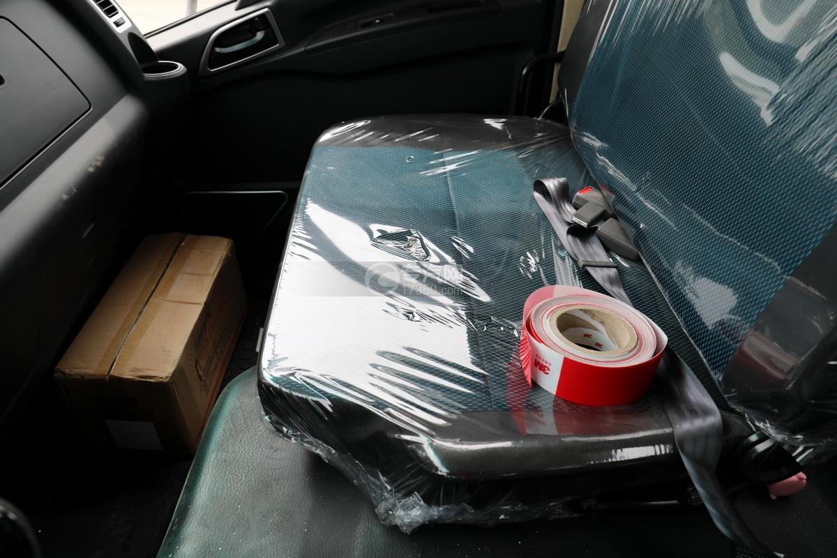 陕汽轩德X9单桥国六4.35方吸污车副驾座椅