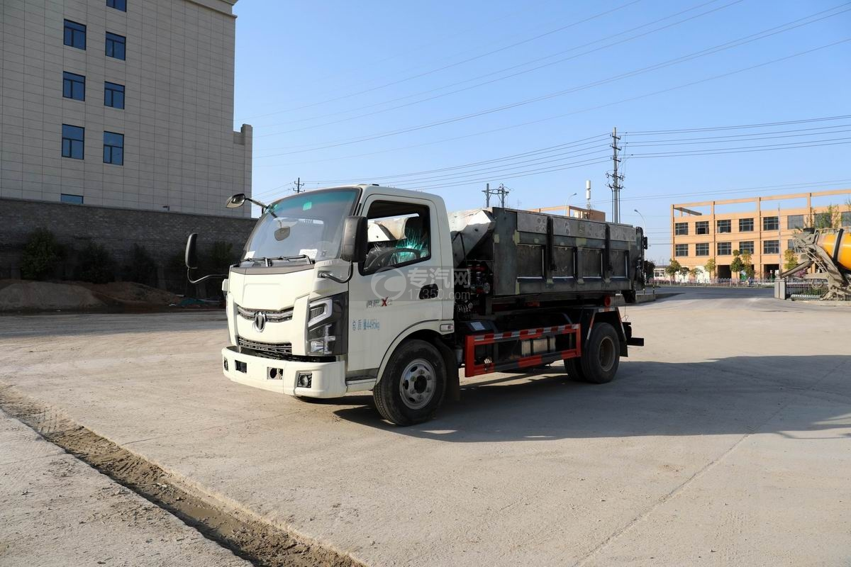 奧馳X2單排國六車廂可卸式垃圾車(帶翼展勾臂箱)