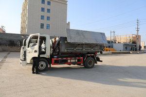 奥驰X2国六车厢可卸式垃圾车操作视频