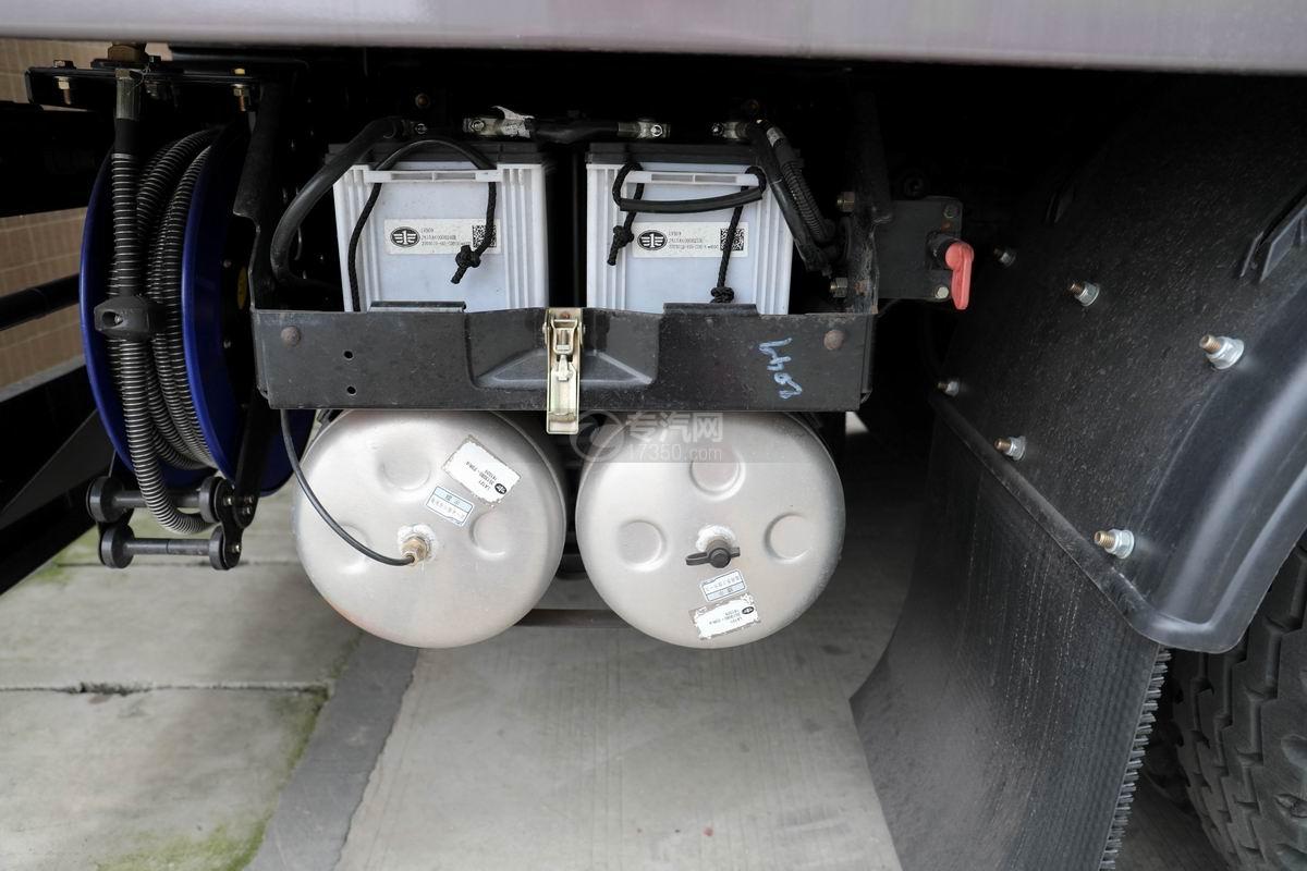 解放J6L國六掃路車蓄電池、儲氣罐
