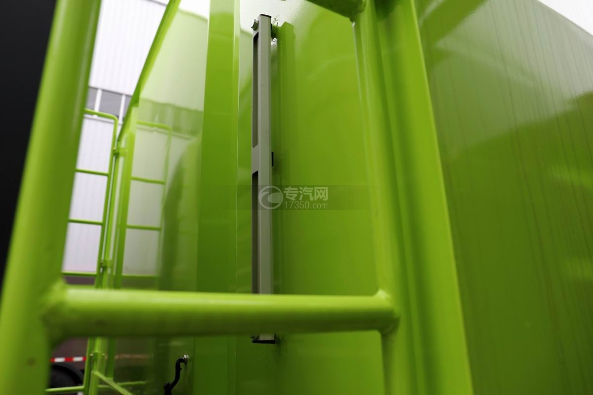 解放J6L國六掃路車水箱液位管
