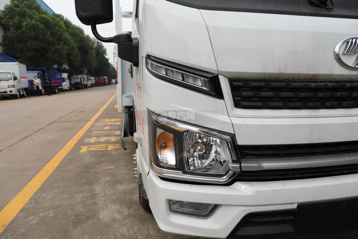 跃进福运S80国六3.36米气瓶运输车(仓栏式)右大灯