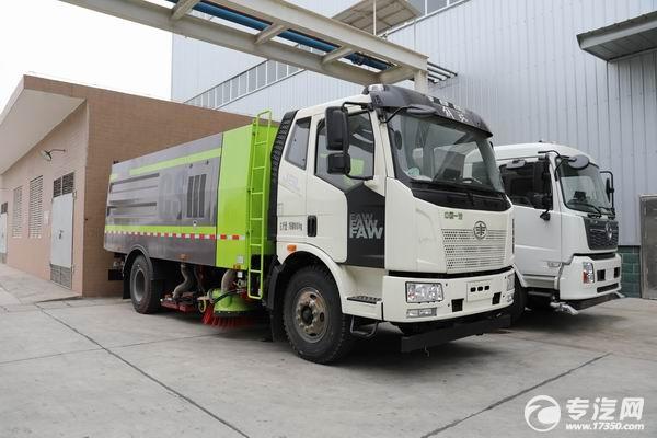 国六18吨扫路车东风天锦与一汽解放,您更看好哪一款?