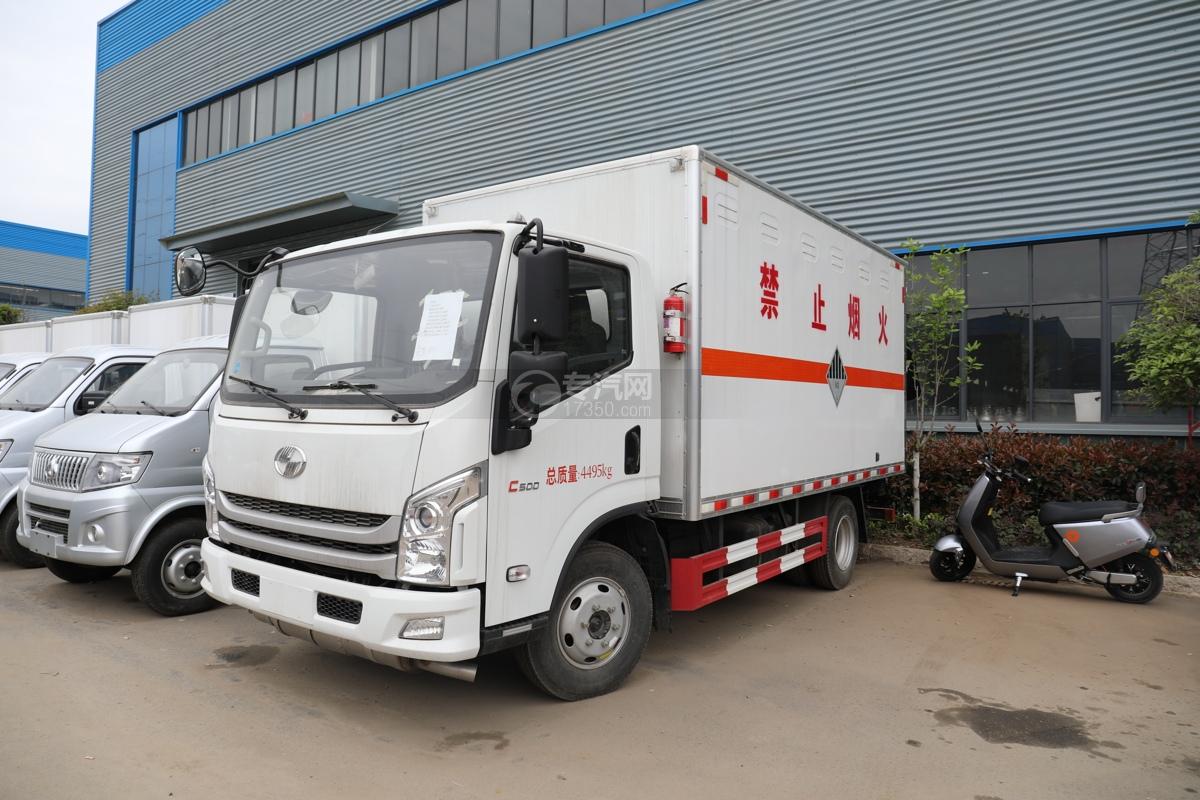 跃进超运C500国六4.1米杂项危险物品厢式运输车左前图
