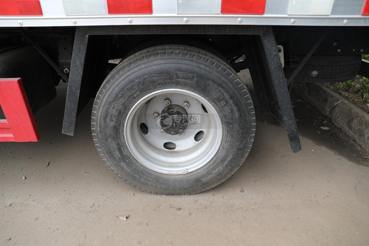 跃进超运C500国六4.1米杂项危险物品厢式运输车轮胎