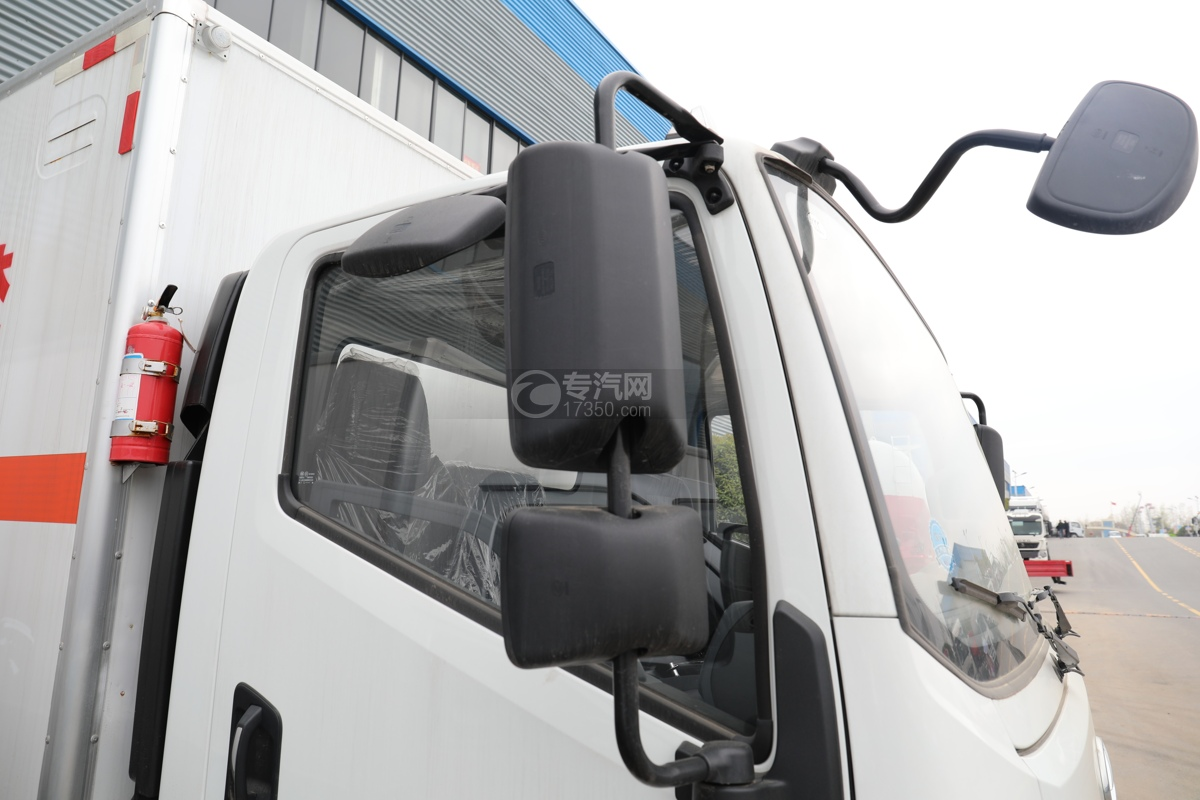 跃进超运C500国六4.1米杂项危险物品厢式运输车在视镜