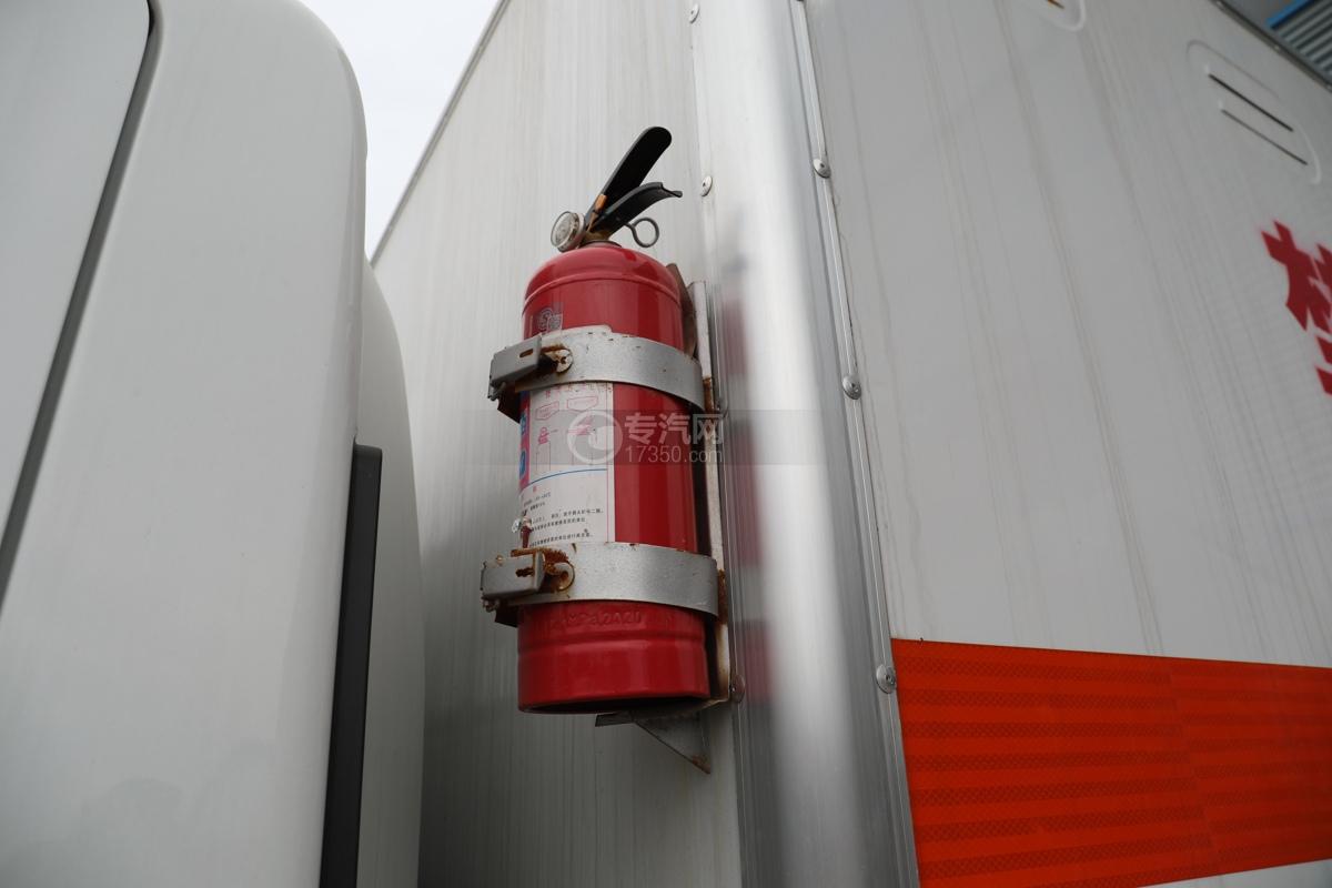 跃进超运C500国六4.1米杂项危险物品厢式运输车灭火器