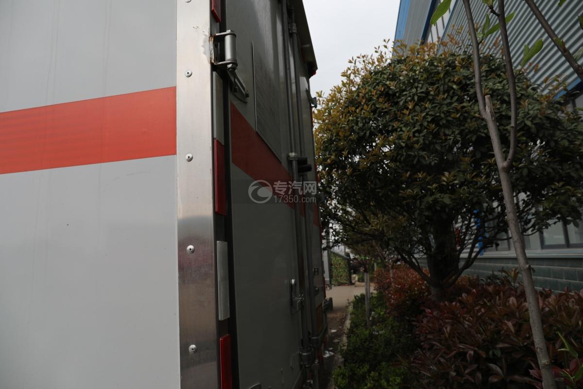 跃进超运C500国六4.1米杂项危险物品厢式运输车厢体包边