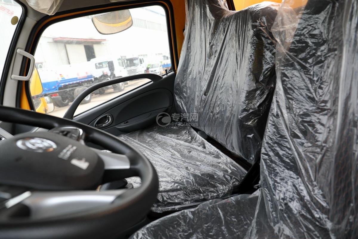 东风福瑞卡F6国六3.3方清洗吸污车副驾驶座椅