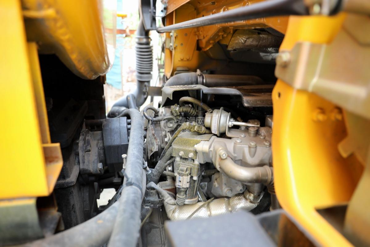 东风福瑞卡F6国六3.3方清洗吸污车发动机