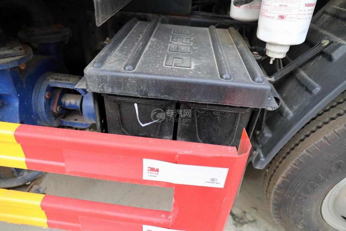 东风福瑞卡F6国六3.3方清洗吸污车蓄电池