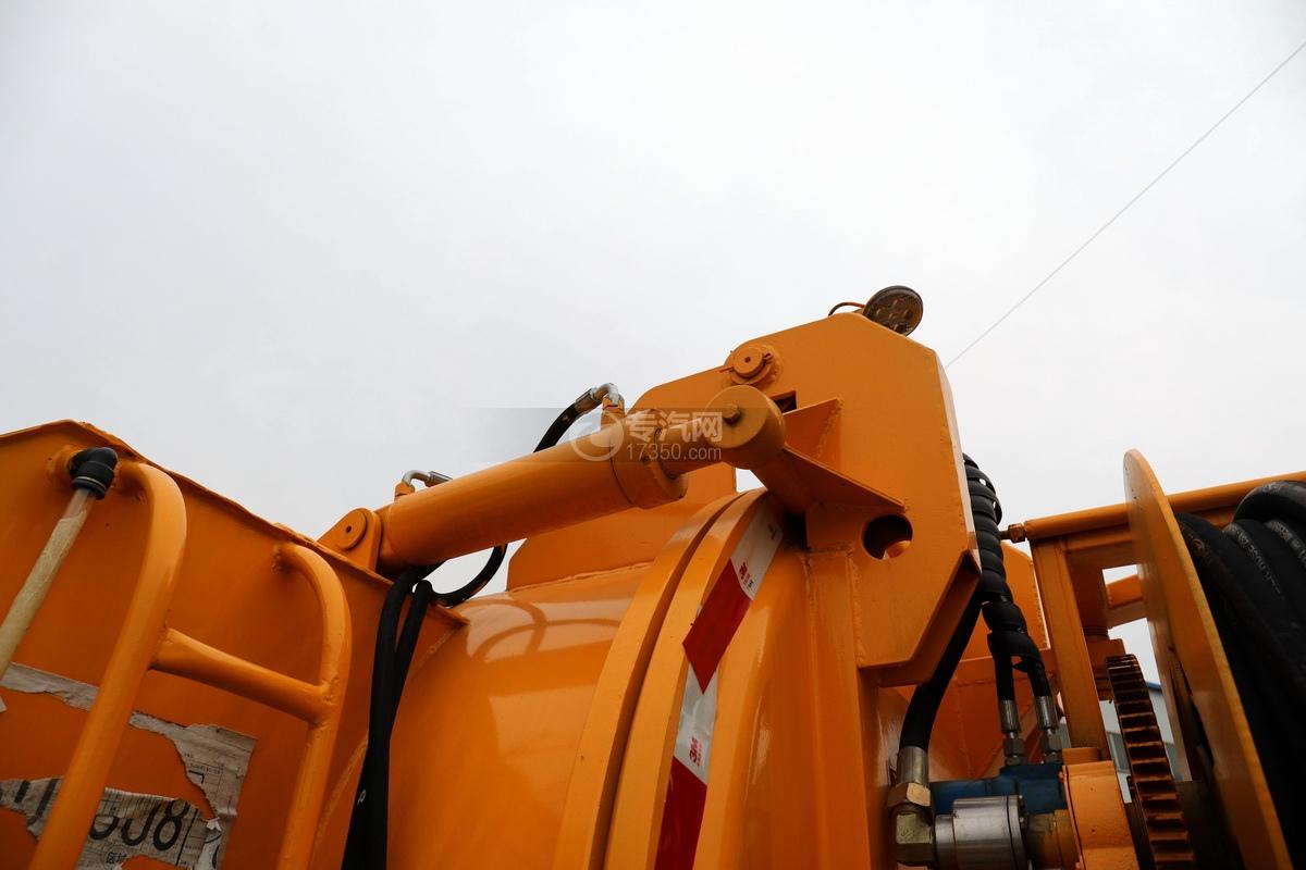 东风福瑞卡F6国六3.3方清洗吸污车油缸
