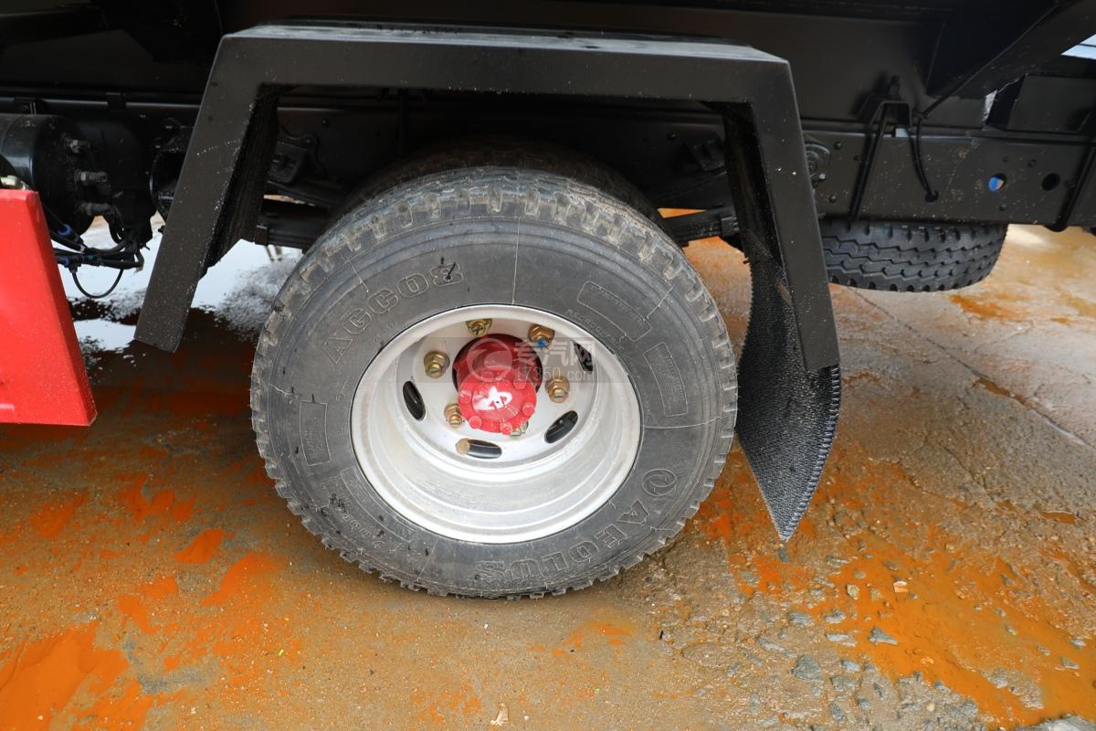 东风多利卡D6国六40米多功能抑尘车轮胎