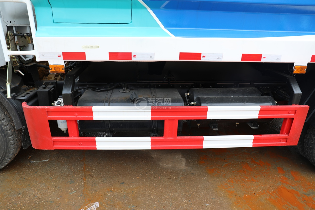 东风多利卡D6国六40米多功能抑尘车油箱