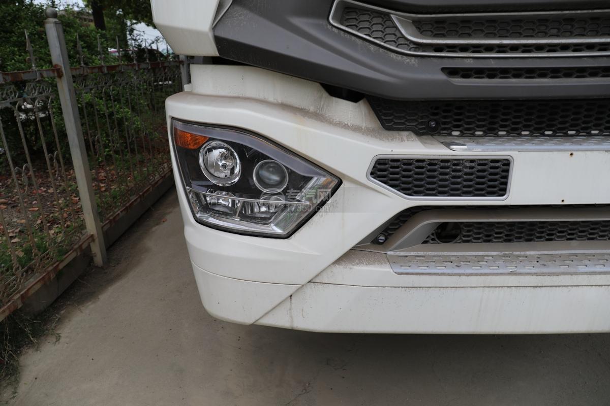 重汽豪瀚N5W国六10.5方多功能抑尘车右大灯