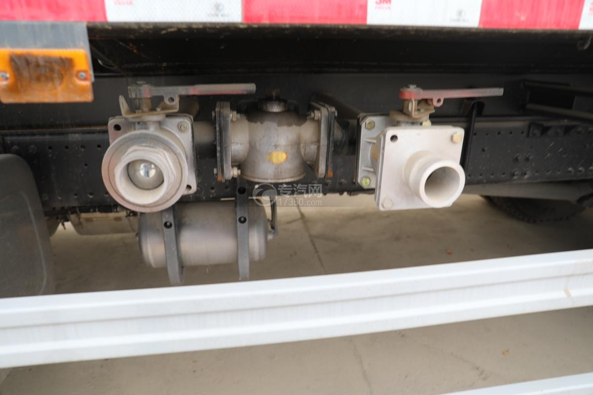 重汽豪瀚N5W国六10.5方多功能抑尘车球阀