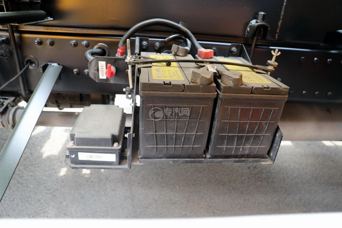 重汽豪沃悍将吸污车(出口)蓄电池