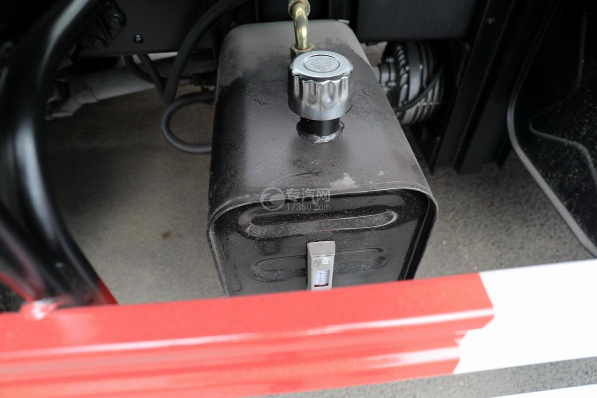 重汽豪沃悍将吸污车(出口)液压油箱