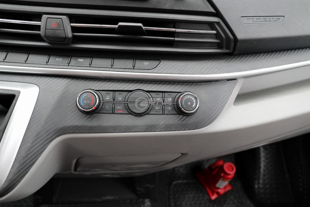 上汽大通V90国六B型房车中控台细节