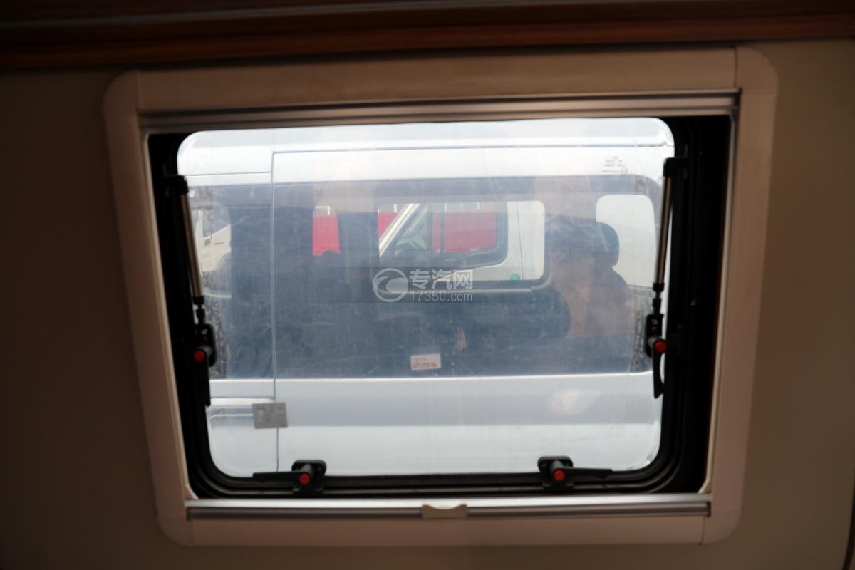 上汽大通V90国六B型房车窗户