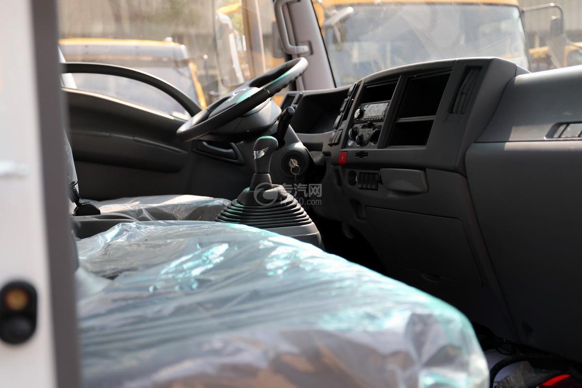 慶鈴五十鈴KV100國六一拖二藍牌清障車(白色)駕駛室