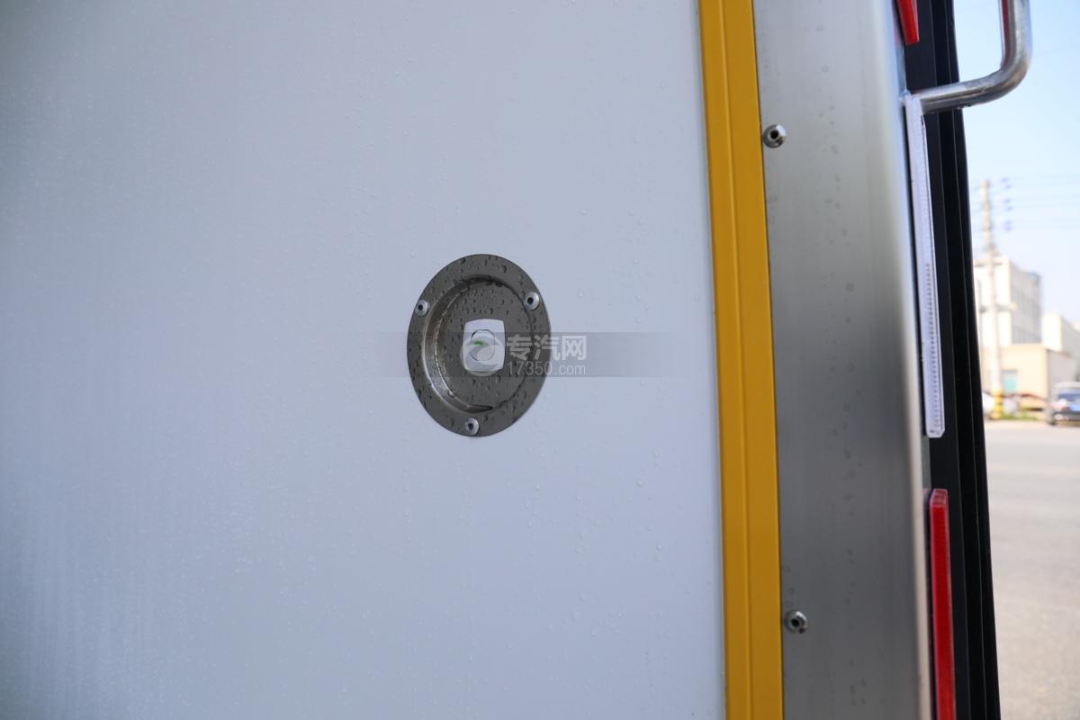 飞碟W5国六蓝牌4.085米冷藏车灯开关