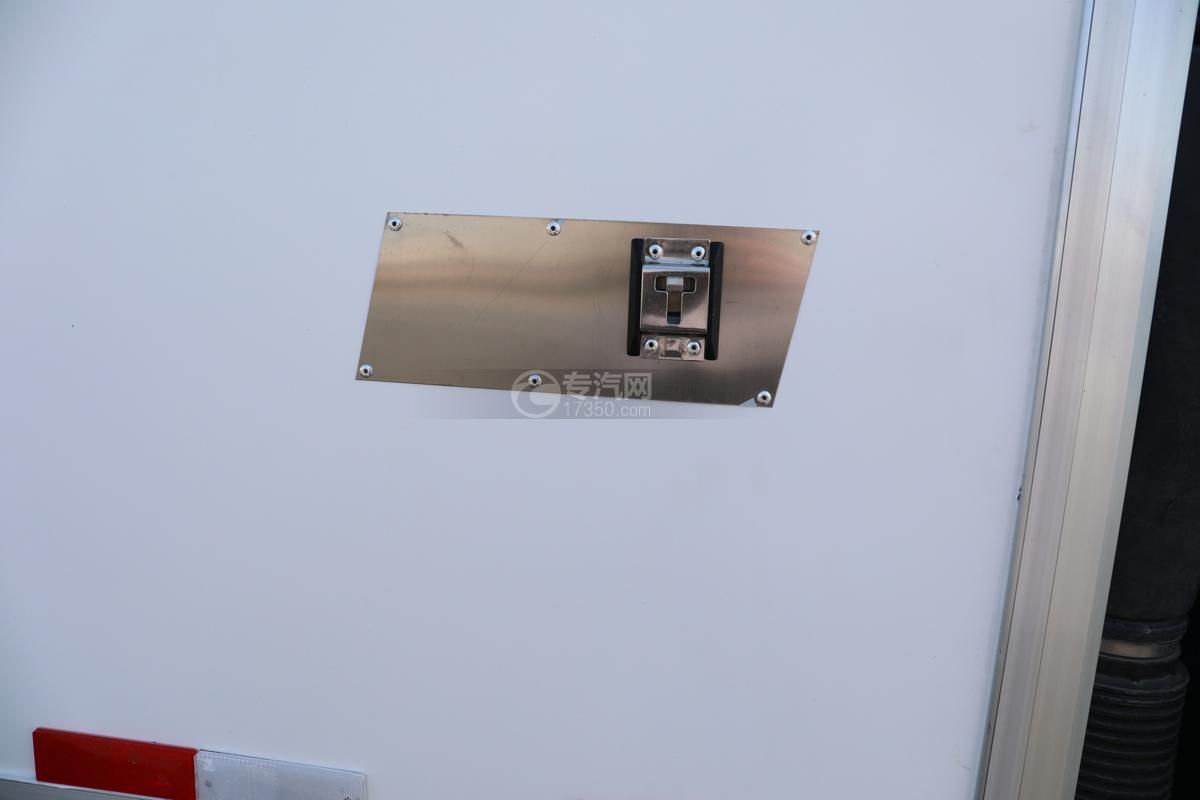 飞碟W5国六蓝牌4.085米冷藏车扣环