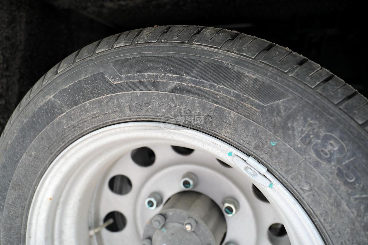 江铃特顺国六C型房车轮胎细节