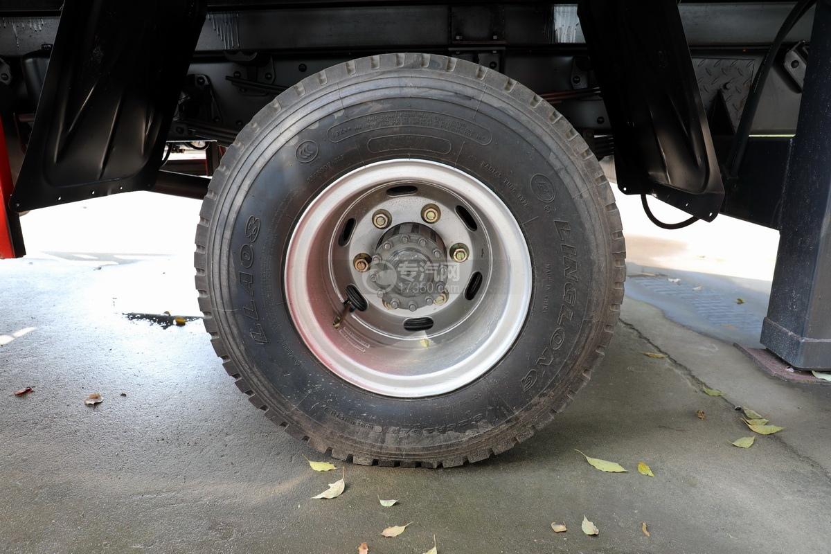 重汽王牌國五6.3噸直臂隨車吊輪胎