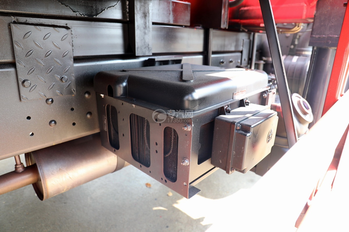 重汽王牌國五6.3噸直臂隨車吊蓄電池