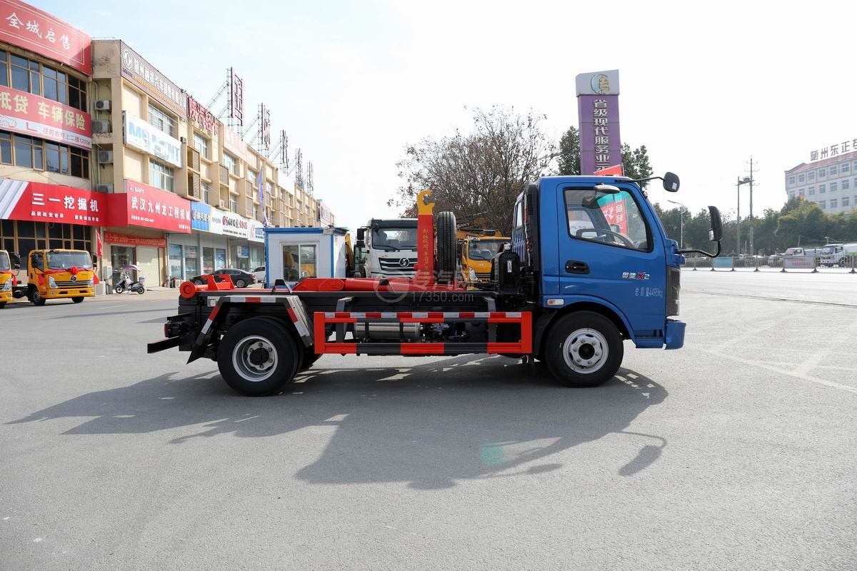 奧馳X2國六車廂可卸式垃圾車側面圖