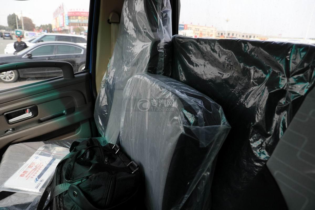 奧馳X2國六車廂可卸式垃圾車副駕