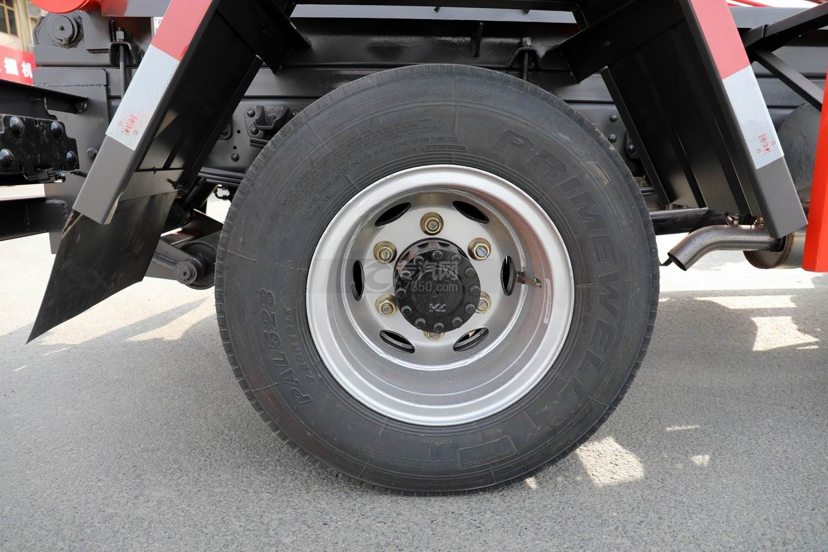 奧馳X2國六車廂可卸式垃圾車輪胎