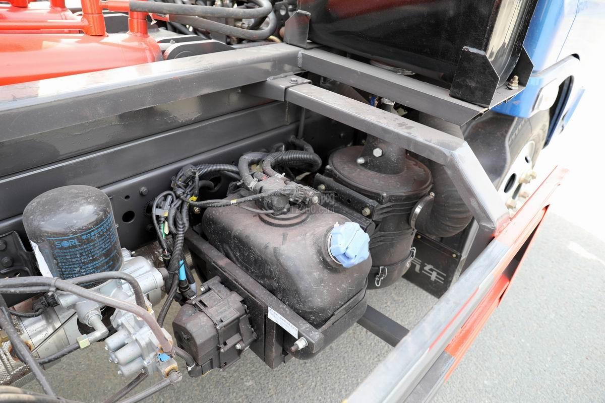 奧馳X2國六車廂可卸式垃圾車尿素箱