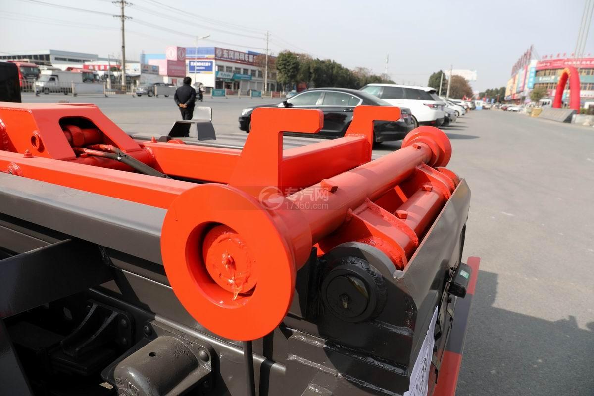 奧馳X2國六車廂可卸式垃圾車滾軸
