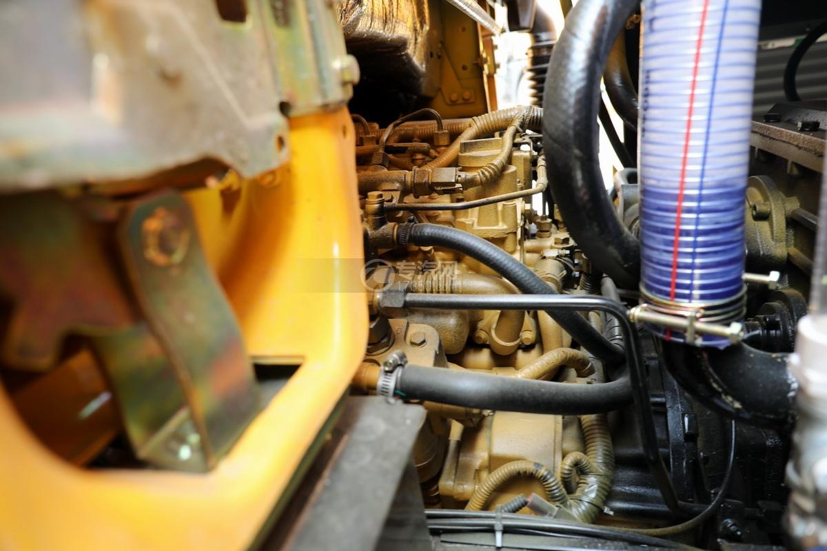 东风多利卡D6国六5.35方黄牌清洗吸污车发动机