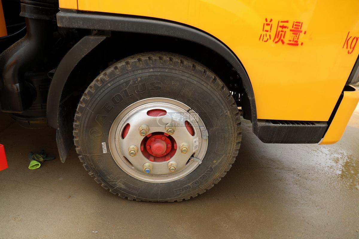 东风多利卡D6国六5.35方黄牌清洗吸污车轮胎