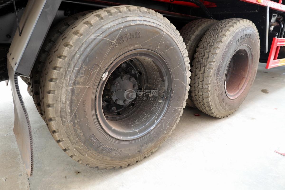 东风天龙KL后双桥国六17.8方清洗吸污车轮胎