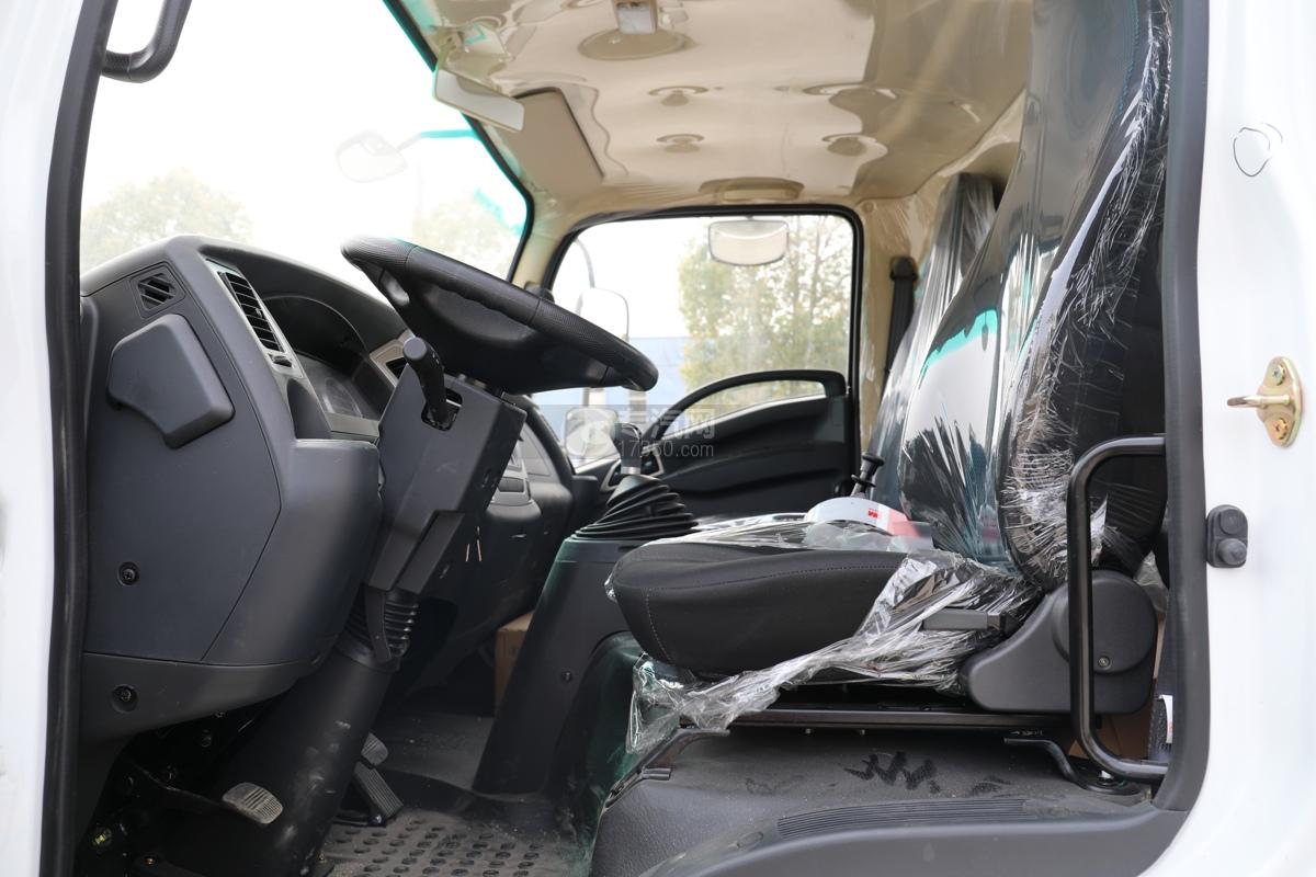 陕汽轩德X9国六5方绿化喷洒车座椅