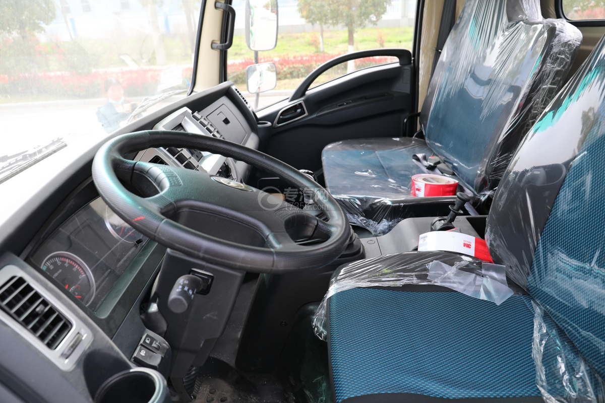 陕汽轩德X9国六5方绿化喷洒车驾驶室