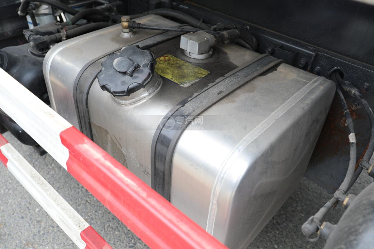 陕汽轩德X9国六5方绿化喷洒车油箱
