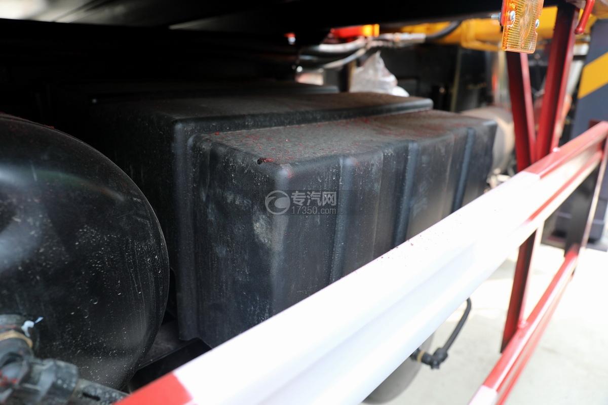 东风华神T5后双桥国六徐工12吨直臂随车吊(老款)蓄电池