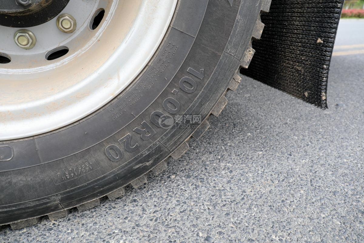 陕汽轩德翼6单桥国六铝合金畜禽运输车轮胎细节
