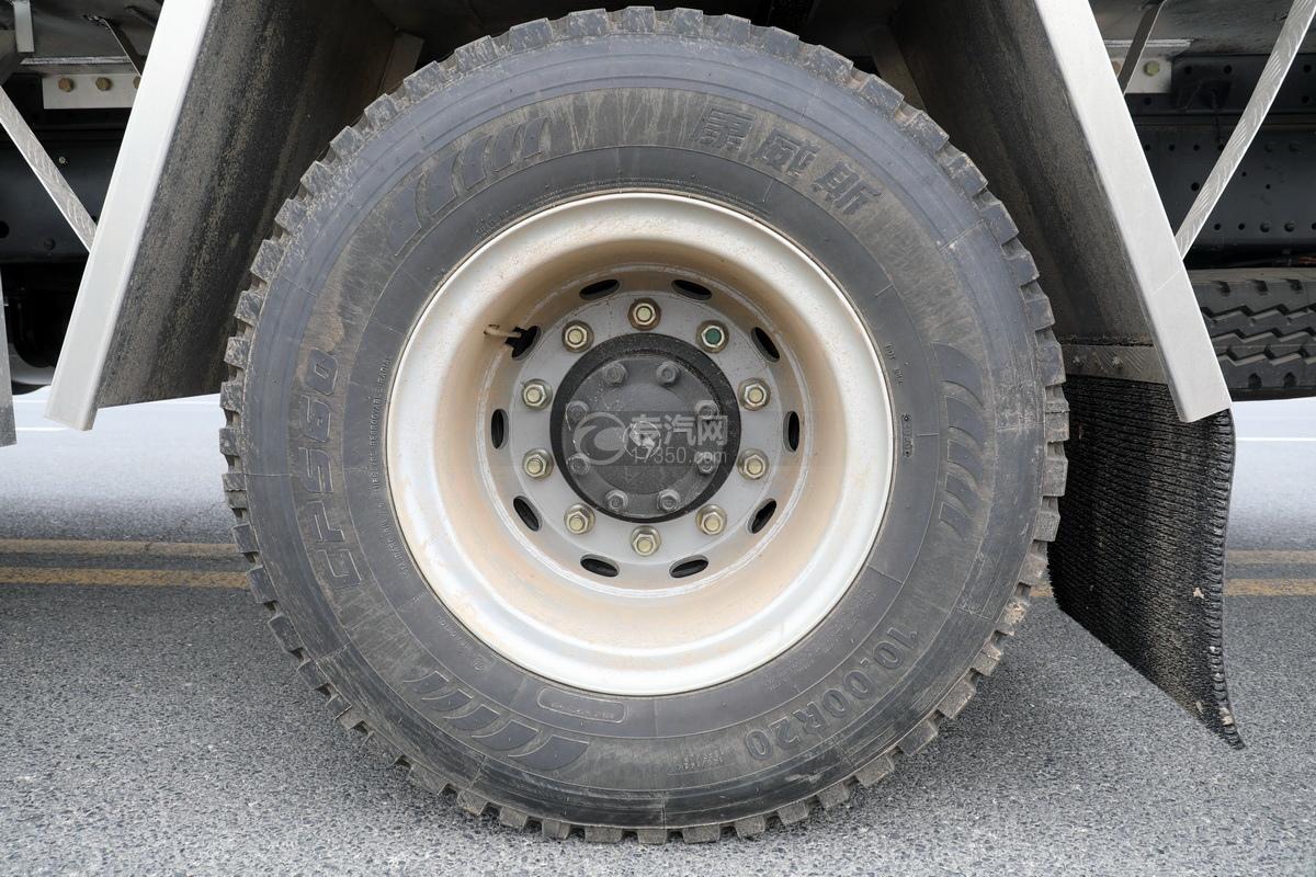 陕汽轩德翼6单桥国六铝合金畜禽运输车轮胎