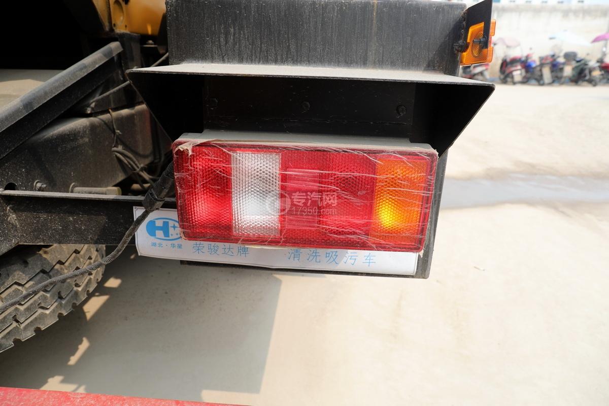重汽豪沃单桥国六8.28方清洗吸污车尾灯