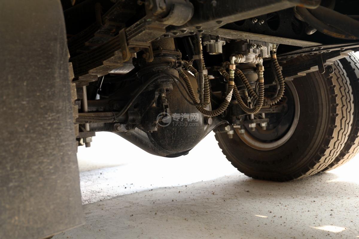重汽豪沃单桥国六8.28方清洗吸污车后桥细节