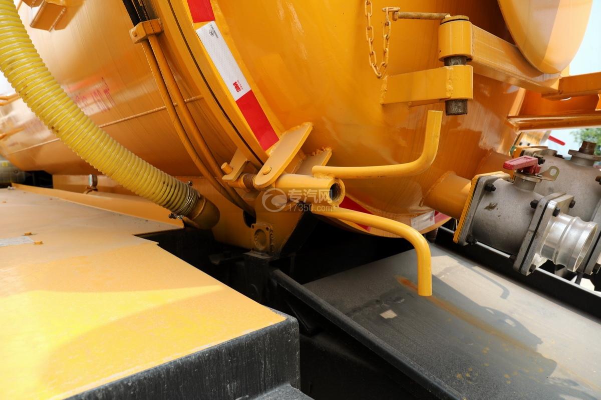重汽豪沃单桥国六8.28方清洗吸污车后盖锁紧装置